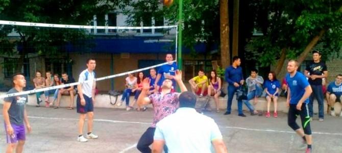 Студенческие общежития сразились в волейбольном матче