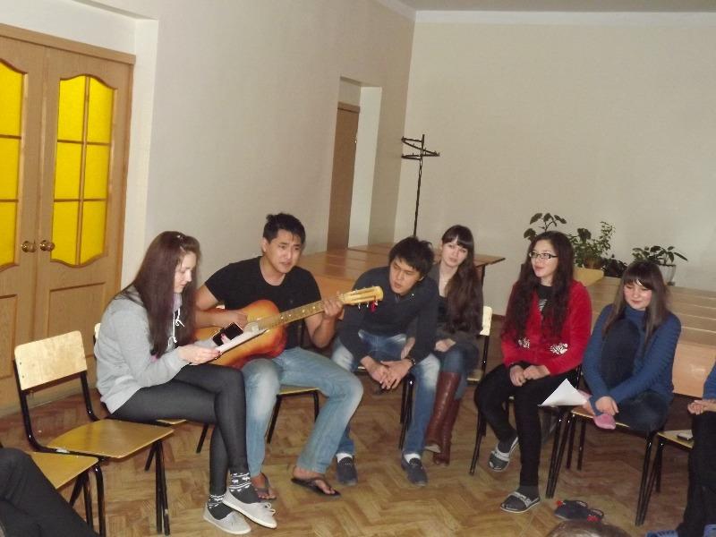 В общежитии № 2 прошел «Вечер песен под гитару»